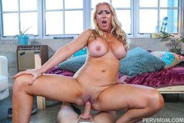 Naked Janna Hicks rides big dick