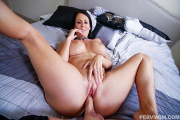 Hot MILF Reagan Foxx gets fucked in her bedroom