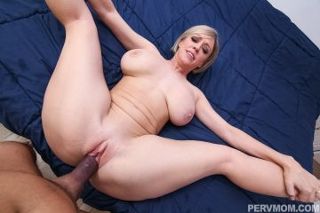 Hot MILF Dee Williams streched and fucked hard