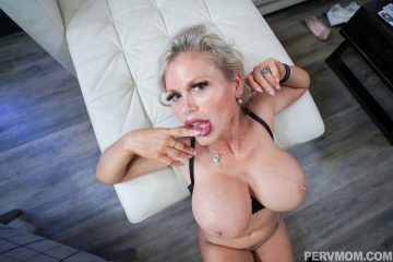 Nasty stepmom Casca Akashova gets facial