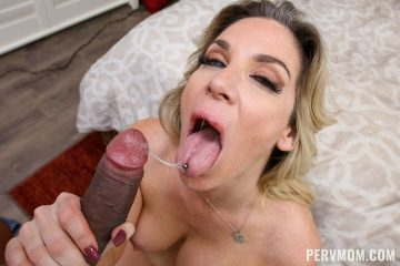 pervmom_kayla_paige_takes a cumshot in her mouth